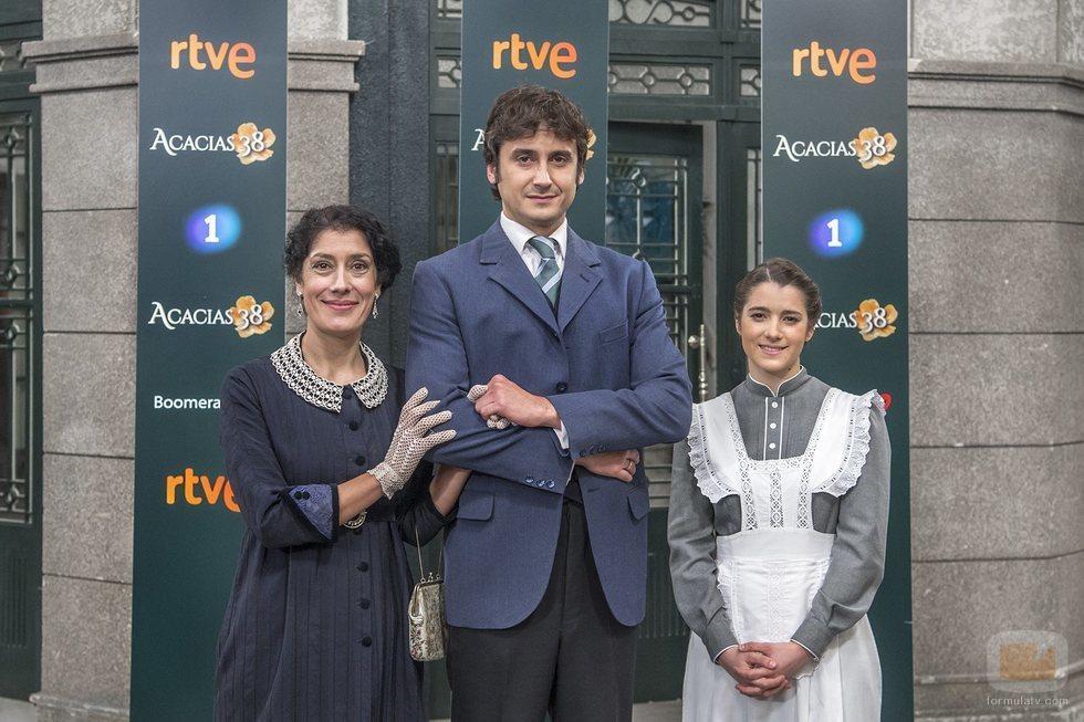 Liberto (Jorge Pobes), Rosina (Sandra Marchena) y Casilda (Marita Zafra) de 'Acacias 38'