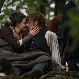 Caitriona Balfe y Sam Heughan en la cuarta temporada de 'Outlander'