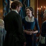 Maria Doyle Kennedy, Sam Heughan y Caitriona Balfe en la cuarta temporada de 'Outlander'