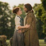 Brianna Randall y Roger Wakefield en la cuarta temporada de 'Outlander'