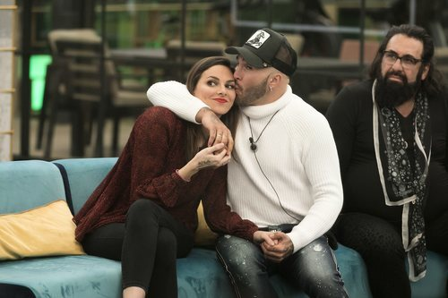 Kiko Rivera besa a Irene Rosales en la Gala 8 de 'GH dúo'
