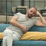 Antonio Tejado piensa en el salón durante la Gala 8 de 'GH Dúo'