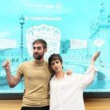 Jon Plazaola y María León en la presentación de la quinta temporada de 'Allí abajo'