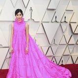 Gemma Chan en la alfombra roja de los Oscar 2019