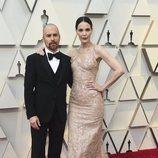 Sam Rockwell y Leslie Bibb en la alfombra roja de los Oscar 2019