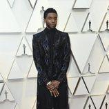 Chadwik Boseman en la alfombra roja de los Oscar 2019