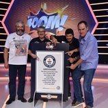 Los Lobos posan en '¡Boom!' junto a su certificado del Record Mundial Guinness