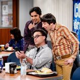 Johnny Galecki, Kunal Nayyar y Simon Helberg en el rodaje de la última temporada de 'The Big Bang Theory'