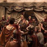 Manio se ve rodeado por un grupo de romanos en 'Justo antes de Cristo'