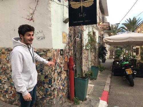 Miki Núñez, representante de España en Eurovisión 2019, pasea por las calles de Israel