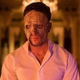 Mario Casas, enmascarado y pasional como Marco de 'Instinto'