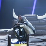 Antonio Tejado subido en el toro mecánico en la Gala 10 de 'GH Dúo'