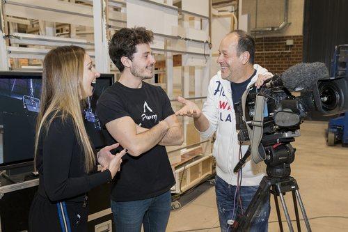 Mamen Márquez junto a Miki Núñez y Fokas Evagelinos en los ensayos de 'La venda' para Eurovisión 2019