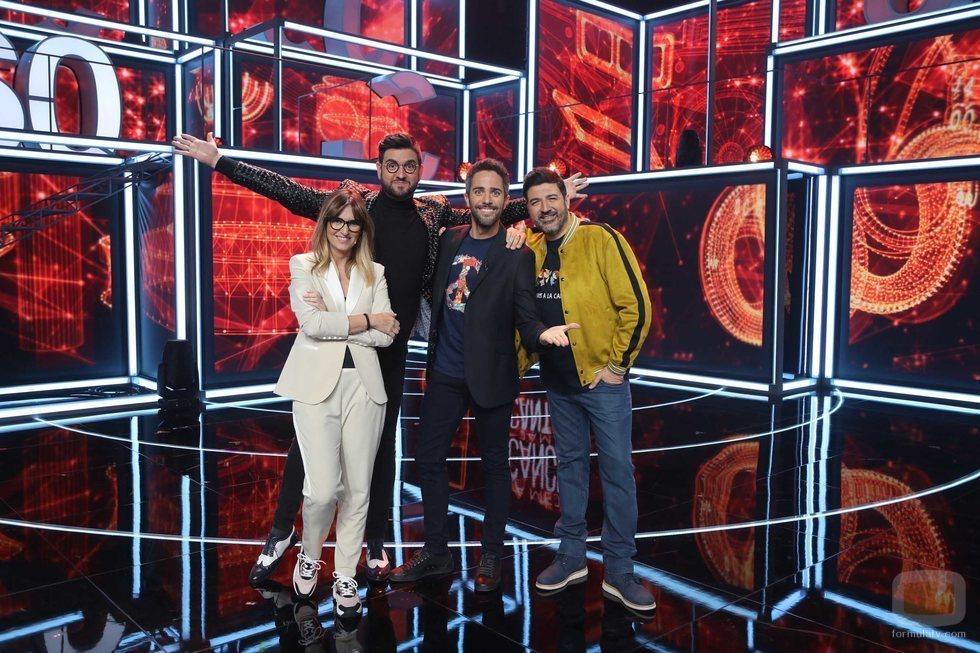 Roberto Leal junto al jurado de la gala 2 de 'La mejor canción jamás cantada'