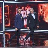 Roberto Leal junto a Boris Izaguirre en la tercera gala de 'La mejor canción jamás cantada'