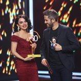 Melody recibiendo el premio en la cuarta gala de 'La mejor canción jamás cantada'