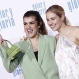 """Amaia Romero y María Villar, de 'OT', sonrientes en la premiere de """"Dolor y gloria"""""""