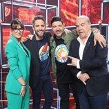 El jurado junto a Roberto Leal posando en la Gala 5 de 'La mejor canción jamás cantada'