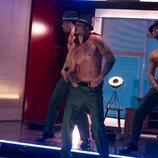 Los strippers de 'Toy Boy' bailando sensualmente durante el rodaje