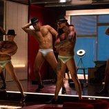 Cinco de los strippers de 'Toy Boy' durante el rodaje de la serie