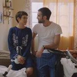 Carmen e Iñaki con sus hijos en la quinta temporada de 'Allí abajo'
