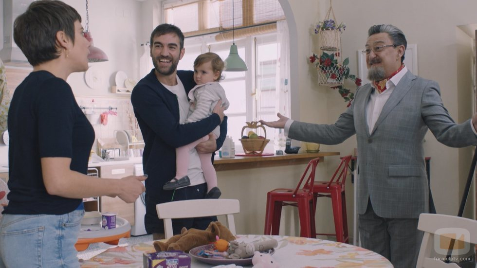 Carmen e Iñaki reciben la visita de Benjumea en la quinta temporada de 'Allí abajo'