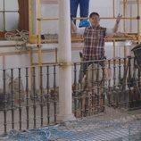 Sabino trabajando en la obra en la temporada quinta de 'Allí abajo'