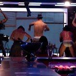 Los strippers de 'Toy Boy' bailando en calzoncillos durante el rodaje de la serie