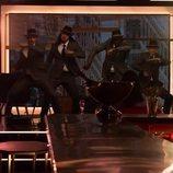 Cinco de los strippers de 'Toy Boy' bailando durante el rodaje de la serie