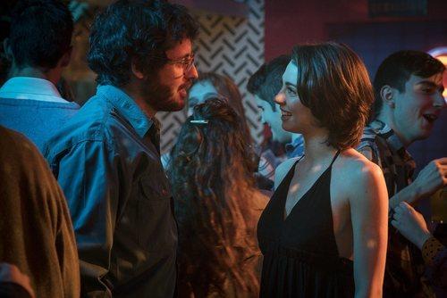 María se encuentra con Salva en una fiesta en 'Cuéntame como pasó'