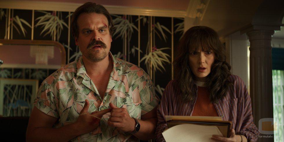 Hopper y Joyce, en la tercera temporada de 'Stranger Things'