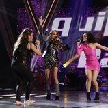 El equipo de Paulina Rubio canta