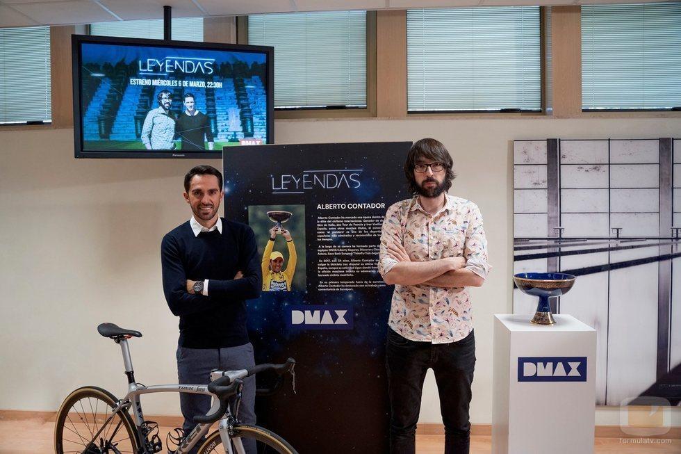 Quique Peinado y Alberto Contador en la presentación de 'Leyendas'