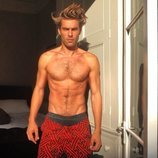 Jon Kortajarena posando semidesnudo y disfrutando del verano