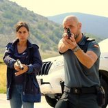 La sargento Sara Campos junto al cabo Víctor Gamero en 'La caza. Monteperdido'