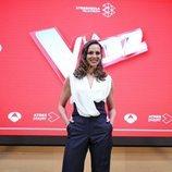 Eva González posa en la rueda de prensa de los Directos de 'La Voz'