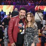 Tony Aguilar posa con Jeanette en la sexta gala de 'La mejor canción jamás cantada'