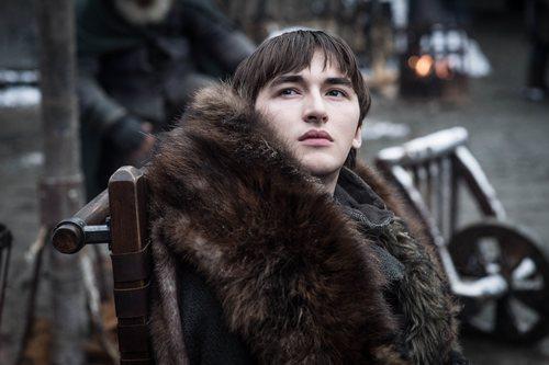 Bran eleva, desde su silla de montar, en la octava temporada de 'Juego de Tronos'