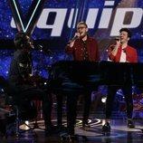 """El equipo de Pablo López canta """"Lo saben mis zapatos"""" en el segundo directo de 'La Voz'"""