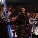 El equipo de Luis Fonsi canta