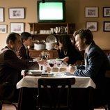 Toni Alcántara en un restaurante en el 20x03 de 'Cuéntame cómo pasó'
