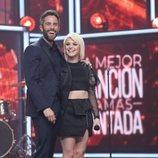 Alba Reche junto a Roberto Leal, en la Gala final de 'La mejor canción jamás cantada'