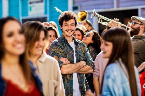 """Miki Núñez, representante de España en Eurovisión 2019, posando para la portada de """"La venda"""""""
