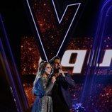 """María Espinosa y David Bustamante interpretan """"Héroes"""" en la final de 'La Voz'"""
