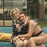 Juani y María Jesús Ruiz se abrazan en la final de 'GH Dúo'