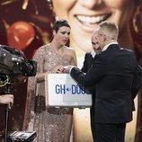 Jordi González hace entrega del maletín de 'GH Dúo' a María Jesús en la final