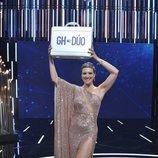 María Jesús Ruiz posa con el maletín, tras proclamarse como ganadora de 'GH Dúo'