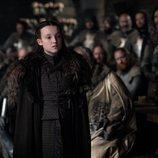 Lyanna Mormont en el Gran Salón de Invernalia en el 8x01 de 'Juego de Tronos'