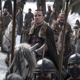 Gendry de 'Juego de Tronos' llega a caballo en el 8x01
