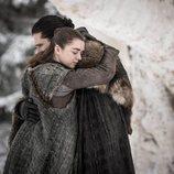 El emotivo abrazo de Arya y Jon de 'Juego de Tronos' en el 8x01